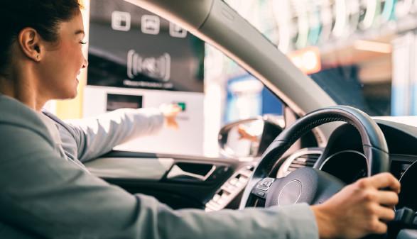 Autofahrerin © hedgehog94, adobe.stock.com
