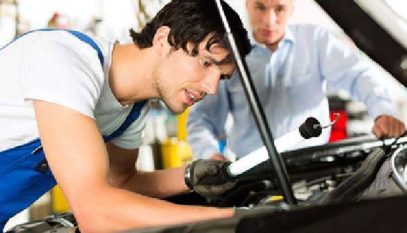 Automechaniker, Motor, Auto © Kzenon, Fotolia.com