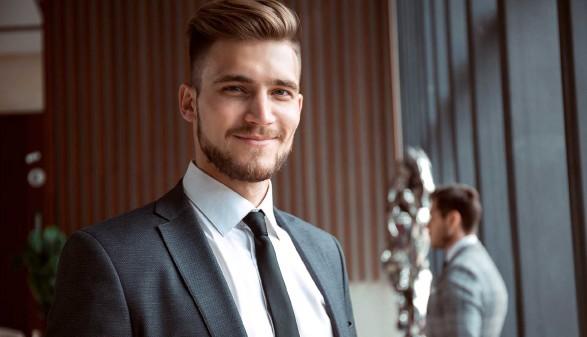 Junger Mitarbeiter im Außendienst © opolja, stock.adobe.com