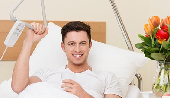 Patient im Krankenbett © contrastwerkstatt, Fotolia.com