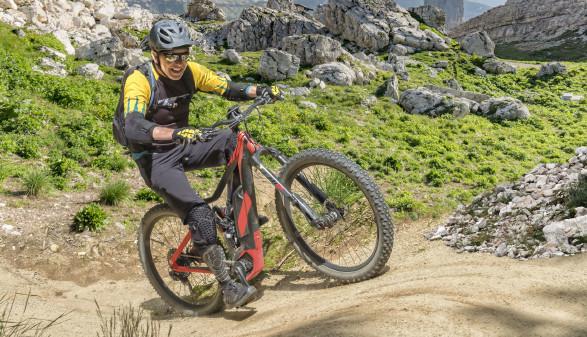 E-Biker im Gelände in den Bergen © mezzotint, stock.adobe.com