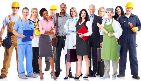 Viele Menschen mehrerer Berufsgruppen © Kurhan, stock.adobe.com