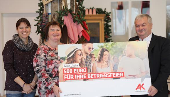 Preisübergabe: Gewinn für Beschäftigte des Alten- und Pflegeheims Kremsmünster © R. Brunhofer, Arbeiterkammer Oberösterreich