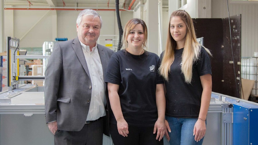 AK-Präsident Dr. Johann Kalliauer mit Tanja Griesbauer und Silvana Banac (von links) © AK Oberösterreich