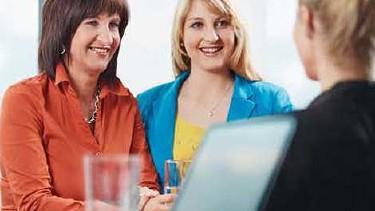 Frauen bei einer Besprechung © -, AKOÖ