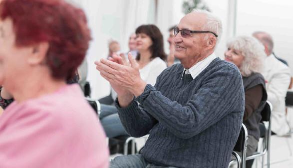 Pensionisten klatschen Beifall © ASDF, stock.adobe.com