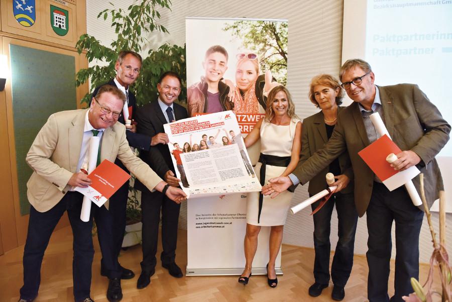 Sozialpartner des Bezirks Gmunden besiegeln Jugendbeschäftigungspakt © AKOÖ, -