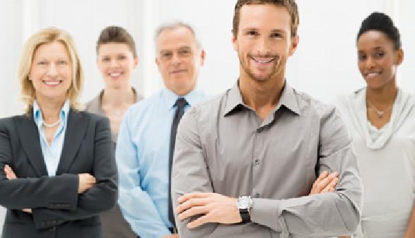Portrait eines Teams aus fünf Personen in Geschäftskleidung. © Rido, stock.adobe.com