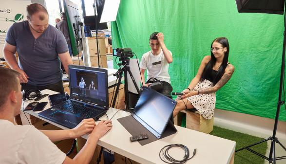 Lehrlinge beim Videodreh © Fill Gesellschaft m.b.H., -