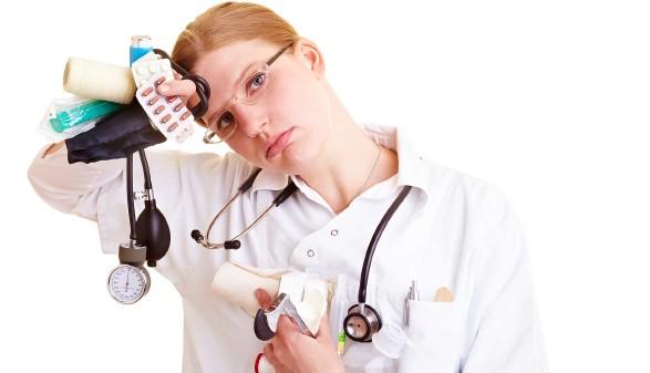 gestresste Krankenschwester © Kneschke Robert, stock.adobe.com