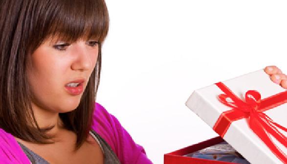Das Geschenk gefällt Ihr nicht! Ab zum Umtauschen... © Light Impression, fotolia.com