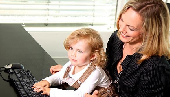 berufstätige Mutter mit Kind © W. Heiber Fotostudio, Fotolia