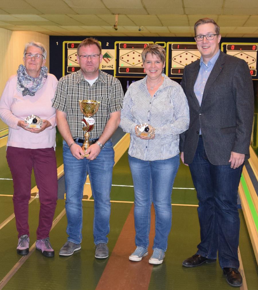 Siegerehrung bei der Kegelmeisterschaft in Braunau © -, AK Oberösterreich
