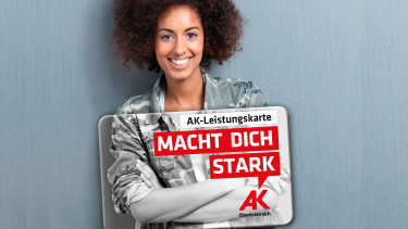 Junge Frau mit AK-Leistungskarte © AKOÖ, -
