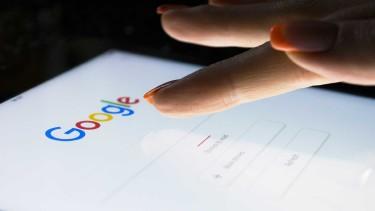 Google-Seite am Handy © Aleksey, stock.adobe.com