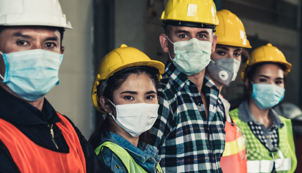 Arbeiter mit Schutzmaske © Blue Planet Studio, stock.adobe.com