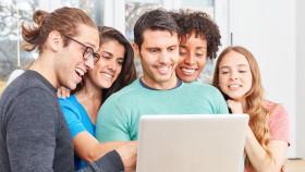 Lehrkräfte prüfen Angebot der Unterrichtsgestaltung © Robert Kneschke, stock.adobe.com
