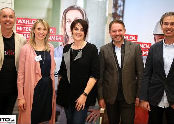 AK-Vizepräsidentin Elfriede Schober (Mitte) mit dem Vortragenden Michael Trybek (links) und dem AK-Team. © cityfoto.at