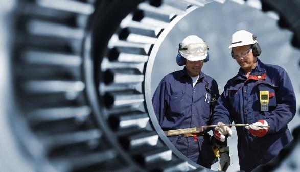 Metallarbeiter in einer Produktionshalle © christian42, stock.adobe.com