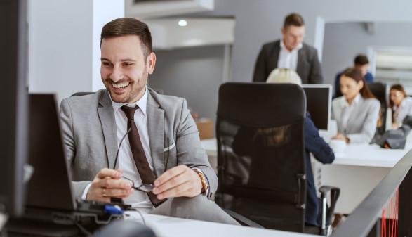 Zufriedener Büroangestellter © dusanpetkovic1 , stock.adobe.com