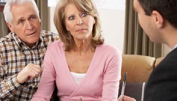 Pensionisten-Ehepaar mit Berater © Monkey Business, Fotolia.com