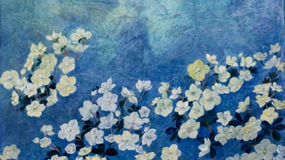 Ausstellungsbild (Blumen auf blauem Hintergrund) von Eva Bosch © Brigitta Martin, -