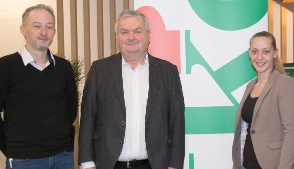 AK-Präsident Dr. Johann Kalliauer (Bildmitte) mit Stefan Roiter und Christina Mayer © AK Oberösterreich