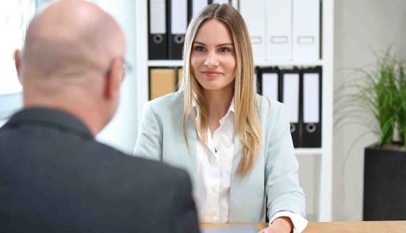 Frau bei einem Vorstellungsgespräch © LeslieAnn, stock.adobe.com