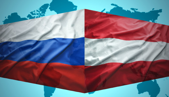 Fahnen von Österreich und Russland © luzitanija, stock.adobe.com