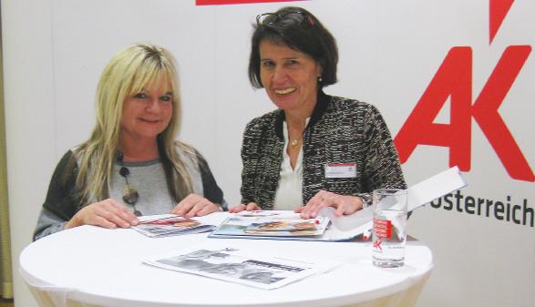 Bonita Haag (links) mit AK-Bezirksstellenleiterin Dr.in Martina Obermaier © -, Arbeiterkammer Oberösterreich