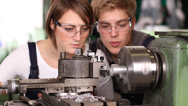 Lehrlinge bei der Arbeit © ehrenberg-bilder, Fotolia