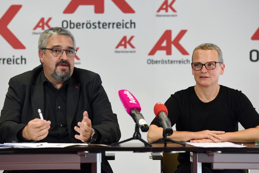 AK-Vizepräsident Andreas Stangl und Bettina Csoka © Wolfgang Spitzbart, Arbeiterkammer Oberösterreich