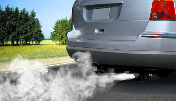 Auto gibt Autoabgase ab © Sergiyserdyuk, stock.adobe.com