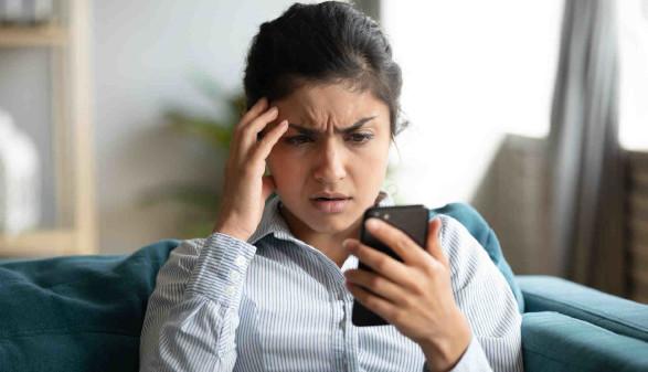 gestresste Frau mit Handy © fizkes, stock.adobe.com