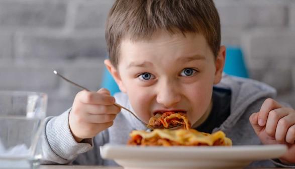Kind ist eine Lasagne © antic, stock.adobe.com