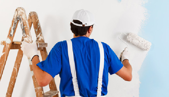 Maler beim Ausmalen © guerrieroale, Fotolia.com