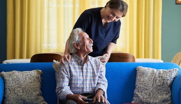 Pflege von Angehörigen © Gecko Studio, stock.adobe.com