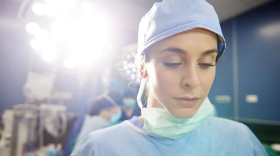 Krankenschwester in OP-Kleidung © gpointstudio, stock.adobe.com
