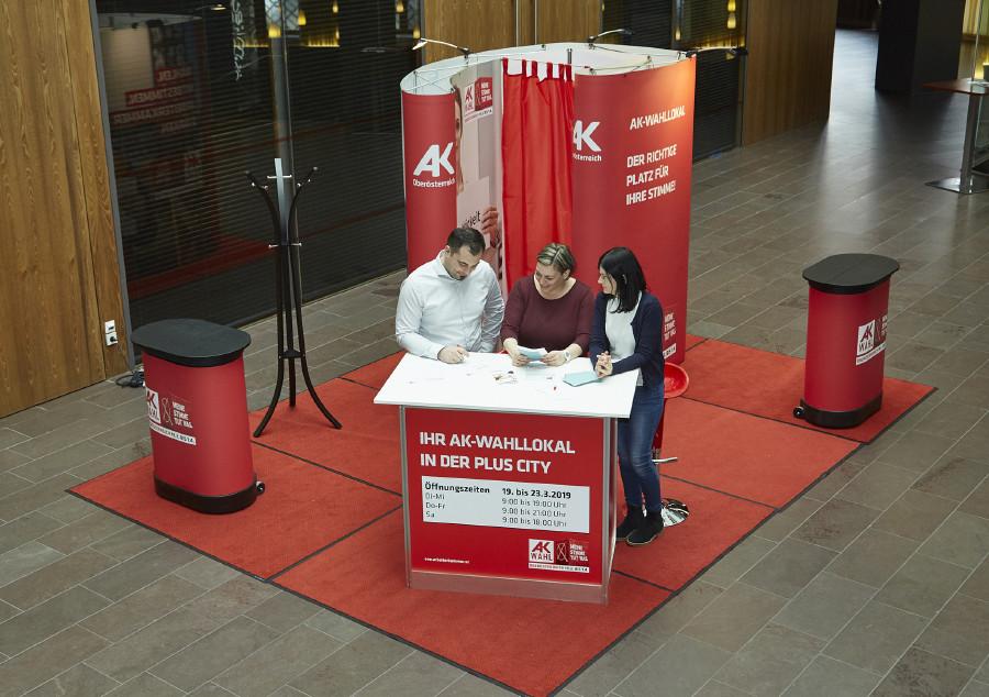 Mobile Wahlkabine im öffentlichen Raum © Erwin Wimmer, AK Oberösterreich