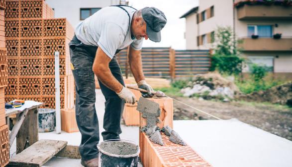 Maurer bei der Arbeit © Hoda Bogdan, adobe.stock.com