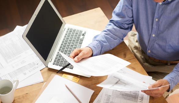 Unterlagen werden für Projekteinreichung vorbereitet © seventyfour , stock.adobe.com