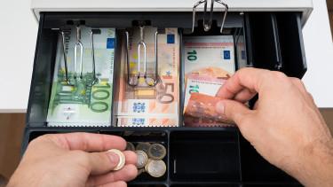 Geldscheine und Münzen in der Geldkasse © Andrey Popov, stock.adobe.com