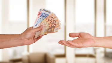 Geldübergabe © underdogstudios, Fotolia.com