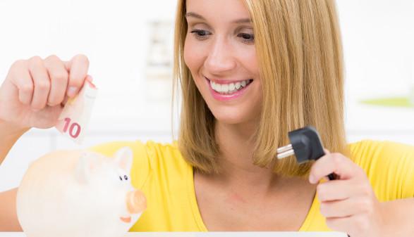 Geldsparen beim Stromverbrauch © pictworks, stock.adobe.com