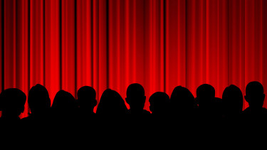 Publikum vor rotem Vorhang © Eray, stock.adobe.com