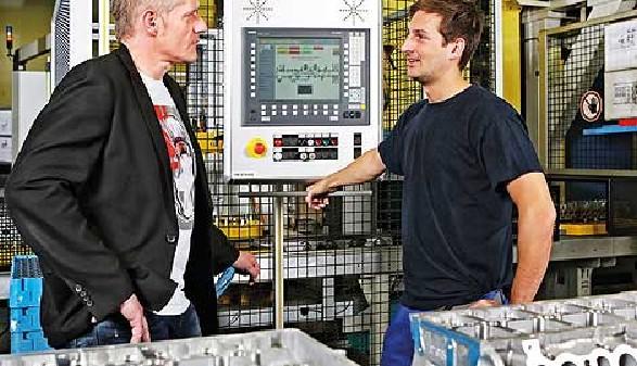Zwei Arbeiter in einem Arbeitsgespräch © -, AK Oberösterreich