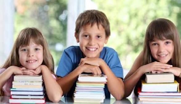 Schulkinder mit Büchern © kristian sekulic, Fotolia.com