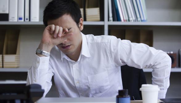 Büroangestellter mit Sorgen © milatas , stock.adobe.com