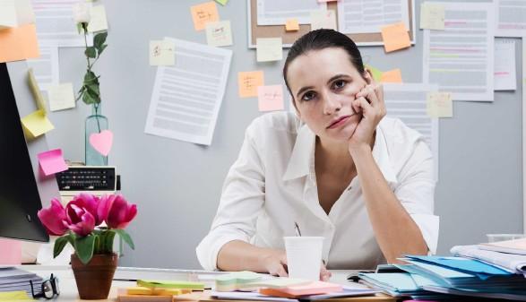 Junge Frau im Büro © StockPhotoPro, stock.adobe.com