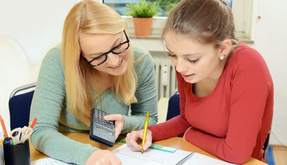 Schülerin bei der Nachhilfe © Dan-Race, stock.adobe.com
